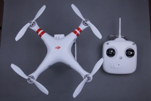 DJI Phantom Quadrocopter mit Fernbedienung